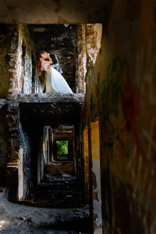 fotografia ślubna - plener w ruinach
